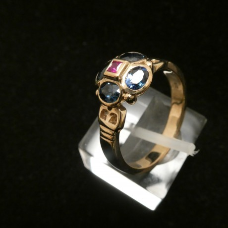 matched-australian-sapphires-ruby-9ctgold-ring-00515.jpg
