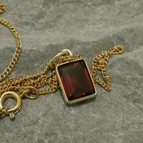 rectangular-wine-red-garnet-gold-pendant-00804.jpg