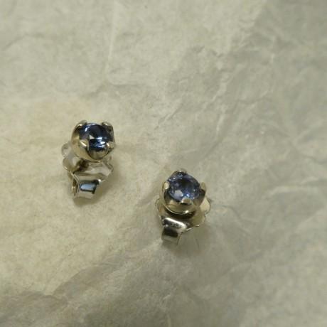 .32ct-blue-ceylon-sapphires-4-claw-9ctwhite-gold-studs-00668.jpg