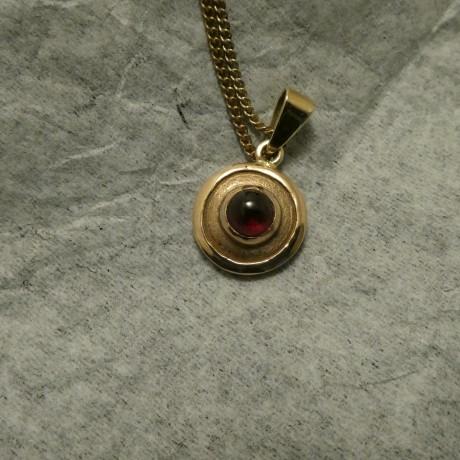 6mm-agrade-cabochon-garnet-9ctgold-pendant-00720.jpg