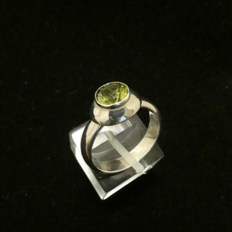 7mm-round-peridot-hmade-silver-ring-00787.jpg