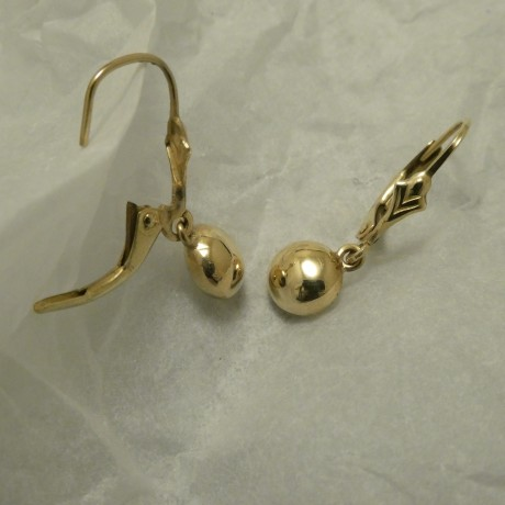 continental-safety-hooks-solid-9ctgold-earrings-00750.jpg