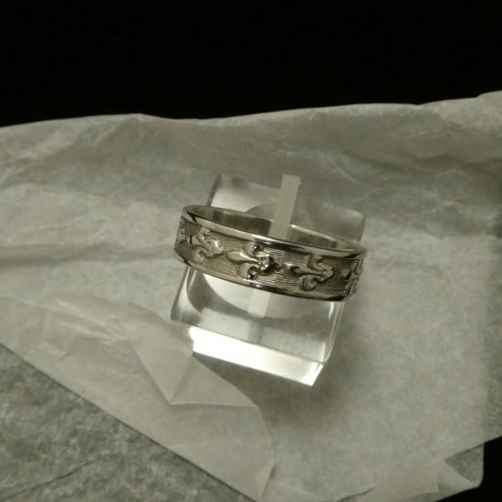french-motif-f-d-lys-9ctwhite-gold-ring-00815.jpg