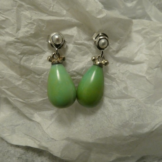 natural-green-turquoise-pearl-9ctwhite-gold-stud-drops-10028.jpg