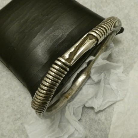 old-hmong-heavy-hmade-silver-bangle-00938.jpg