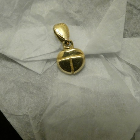 cute-solid-18ctgold-scarab-pendant-00982.jpg
