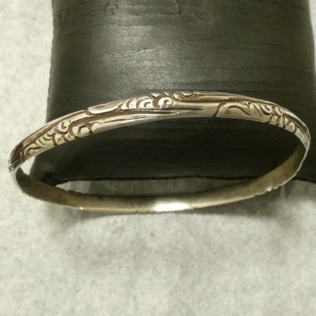 handcarved-solid-silver-bangle-00858.jpg