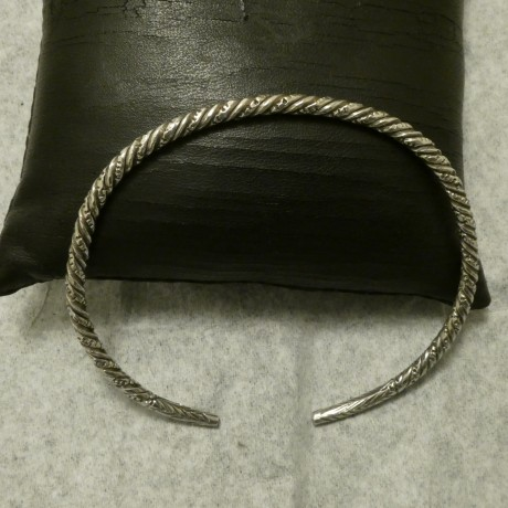 pure-silver-hmade-slim-open-bangle-00860.jpg