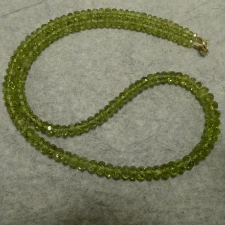 sparkling-peridot-green-necklace-9ctgold-10178.jpg