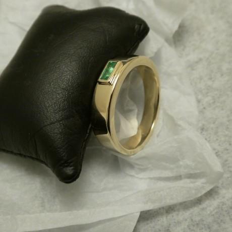 bright-emerald-bag-hmade-18ctgold-ring-10488.jpg