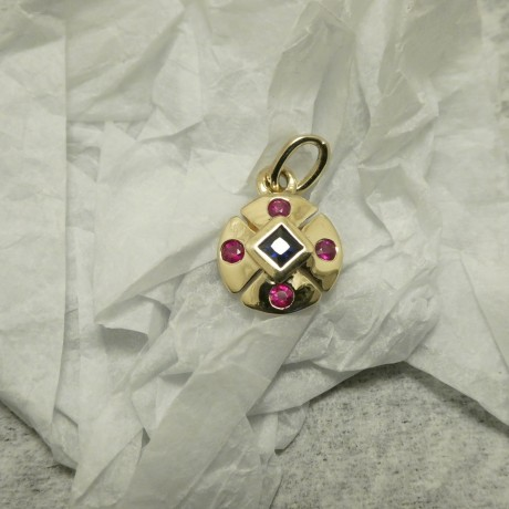 compact-9ctgold-pendant-sapphire-rubies-10532.jpg